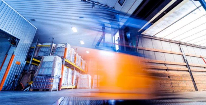 Fournisseurs : les avantages de passer par un grossiste local plutôt que d'importer